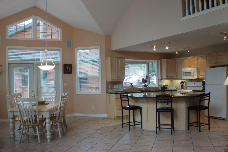 301 Ph2 Dining Kitchen